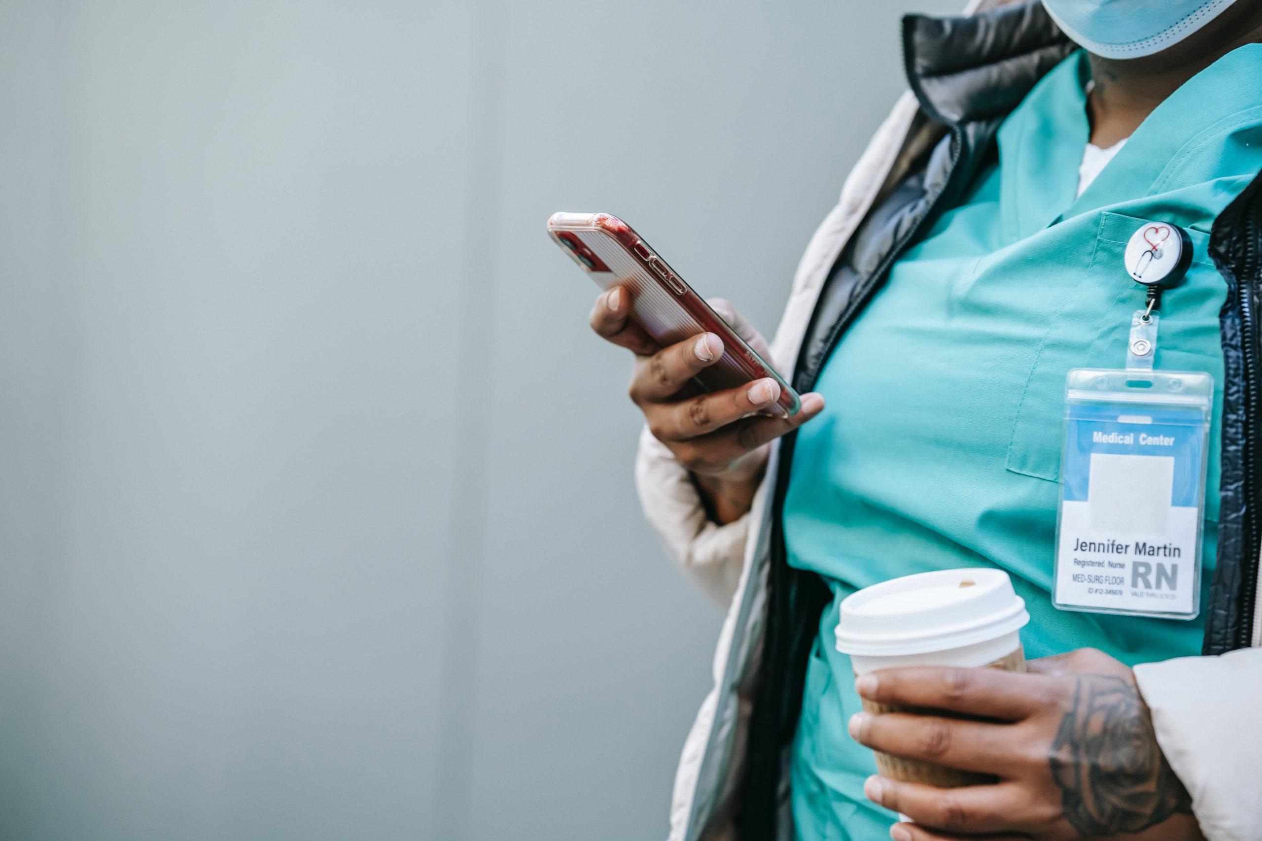 Ética médica e cuidado no uso das redes sociais